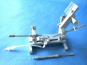 Besamungsgerät mit Schley-Spritze und Stachelgreifer ohne Mikroskop, Licht und Narkoseeinrichtung, Wachholz  Art. Nr. 1.01